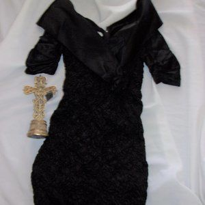 Dresses & Skirts - size 11  12 vintage 1980s  black womans dress